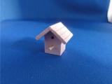 vogelhuisje roze gelakt hout