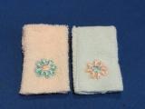 2 Handdoeken met geborduurde bloem
